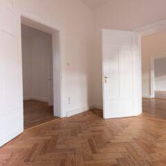 Wenn die Tür über den Boden schleift, kann man das Problem leicht selbst beheben