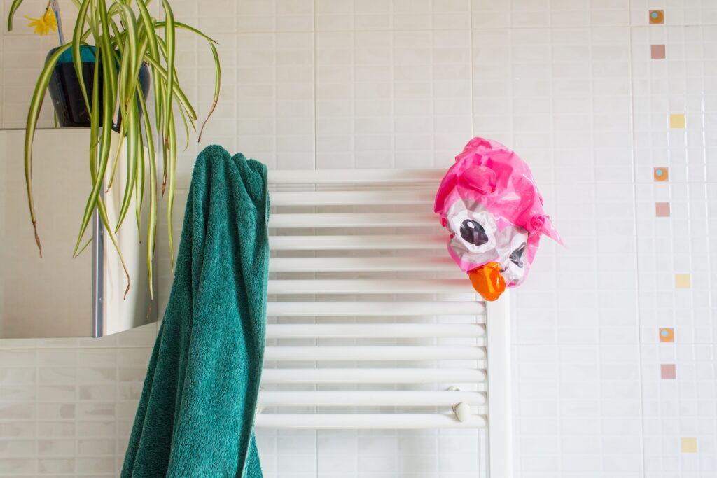 Wohin mit den Handtüchern, wenn es keinen Platz für Regale im Bad gibt?