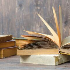 Bücher sortieren – 7 kreative Ideen fürs Bücherregal