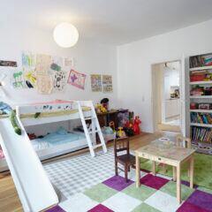 Ein Kinderbett ist oft mehr als nur ein Schlafplatz