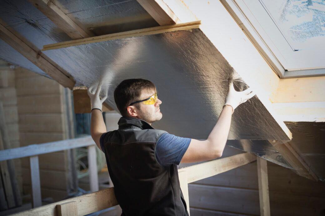 Wann man beim Dämmen des Dachs Fördergeld beanspruchen kann