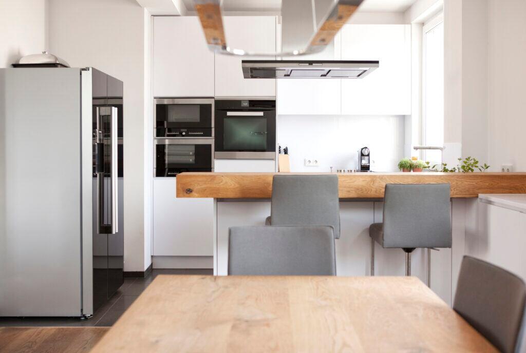 Wenn möglich, sollte man Küchengeräte auf Augenhöhe anbringen