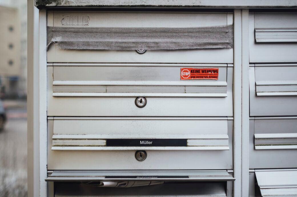 Oftmals befindet sich im Briefkasten lästige Werbung
