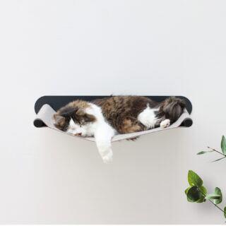 Zu der Designer-Möbel-Kollektion für Katzen gehört auch eine Hängematte