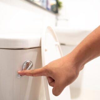 Desinfektionstücher, Taschentücher, Feuchttücher – was man nicht in der Toilette entsorgen darf