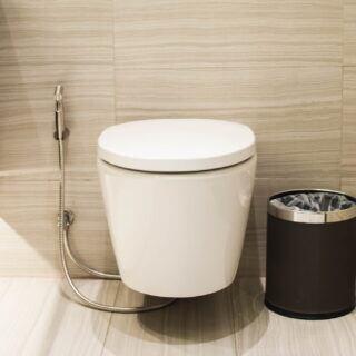 Zwei Methoden, um ein Bidet im Badezimmer nachzurüsten