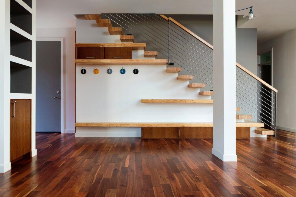 In Nischen kann man maßgeschneiderte Möbel integrieren