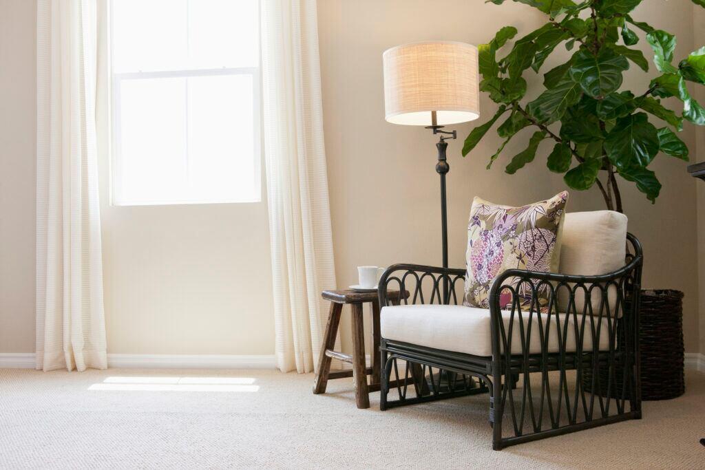 Tote Ecken als Bühne für besondere Möbel nutzen