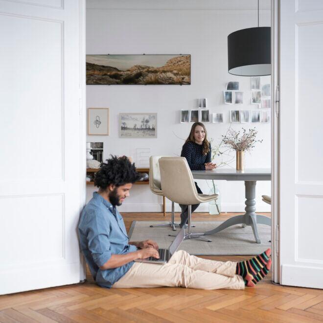 Mehrere Homeoffices zu Hause einrichten – 4 Tipps