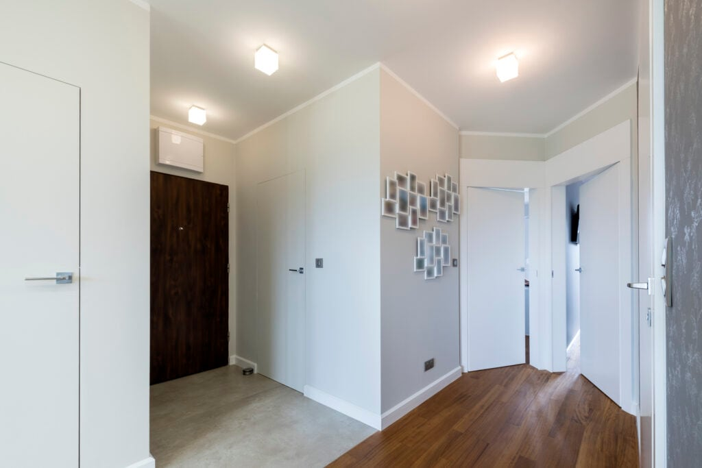 Mit Wandgestaltung und Deko kann man von ungenutzten Ecken ablenken