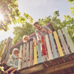 Baumhaus im Garten bauen – was muss man beachten?