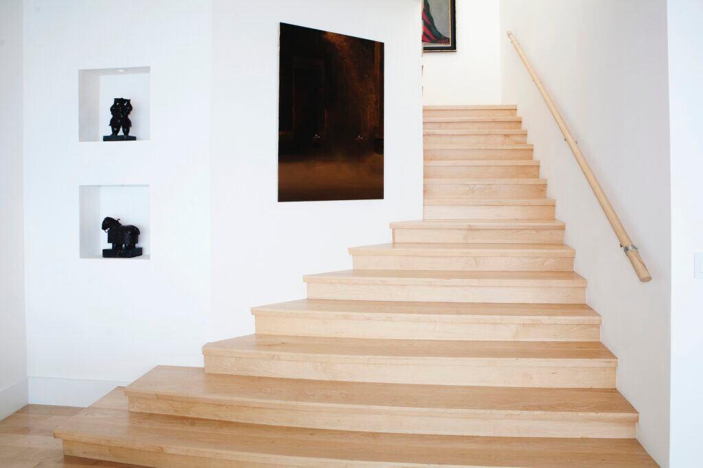 Eine Treppe lässt sich mit Bildern gestalten