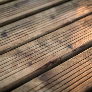 Holzdielen ölen – so geht man richtig vor