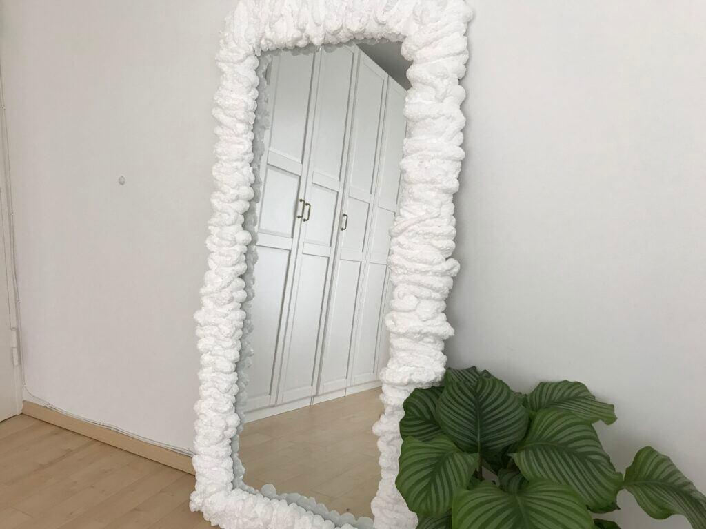 Spiegelrahmen mit Bauschaum aufpeppen und verschönern – DIY-Anleitung