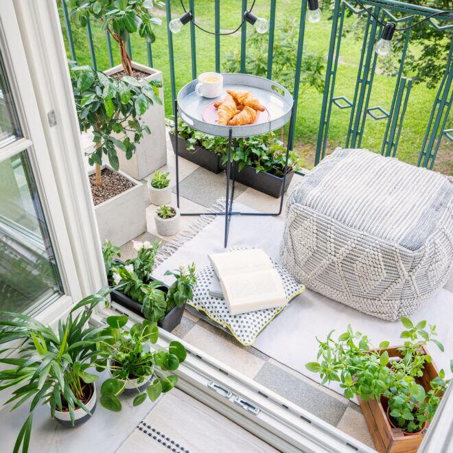 7 Stile, um den Balkon einzurichten