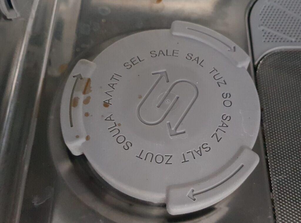 Salzbehälter in der Spülmaschine