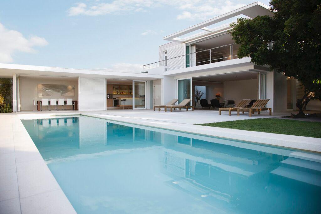 Inspiration für einen modernen Pool