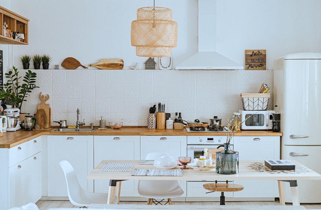 Küche mit skandinavischer Einrichtung