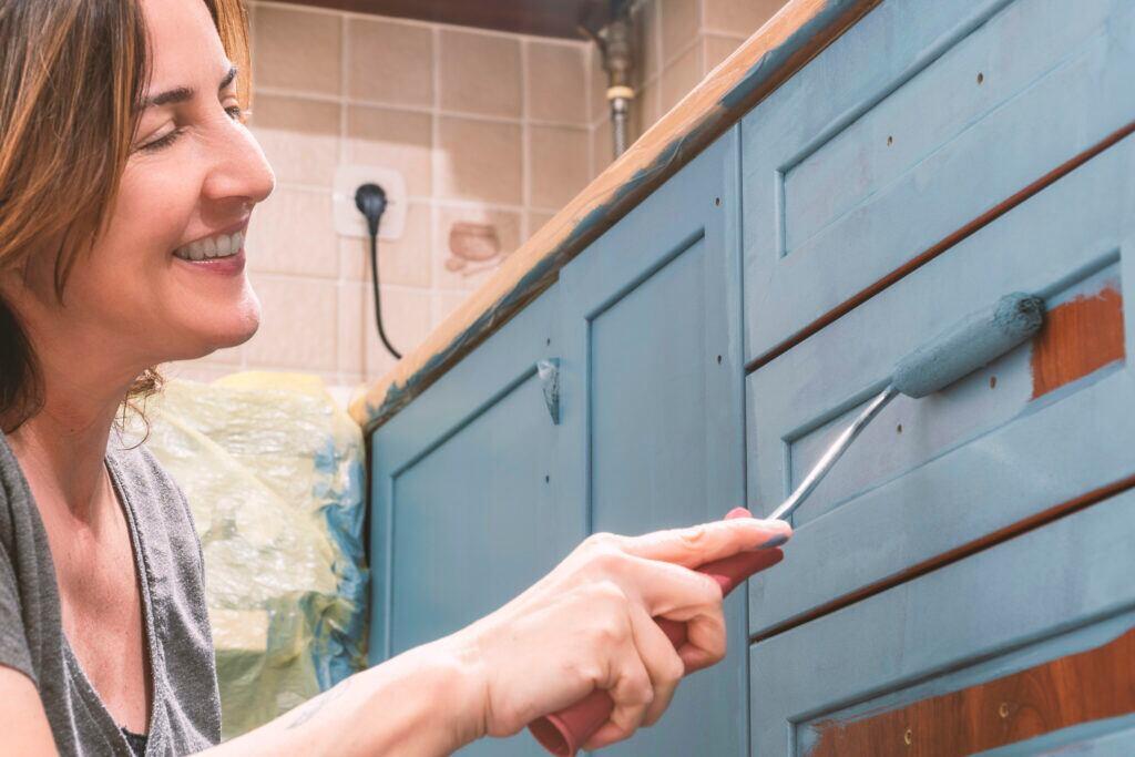 Küchenfronten neu lackieren – so geht's richtig