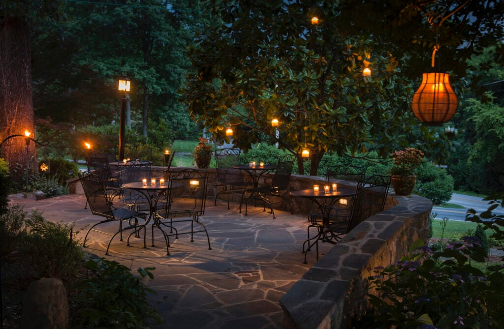 Mit der richtige Beleuchtung romantische Stimmung im Garten schaffen