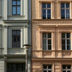 Die Fassade eines Mietshauses