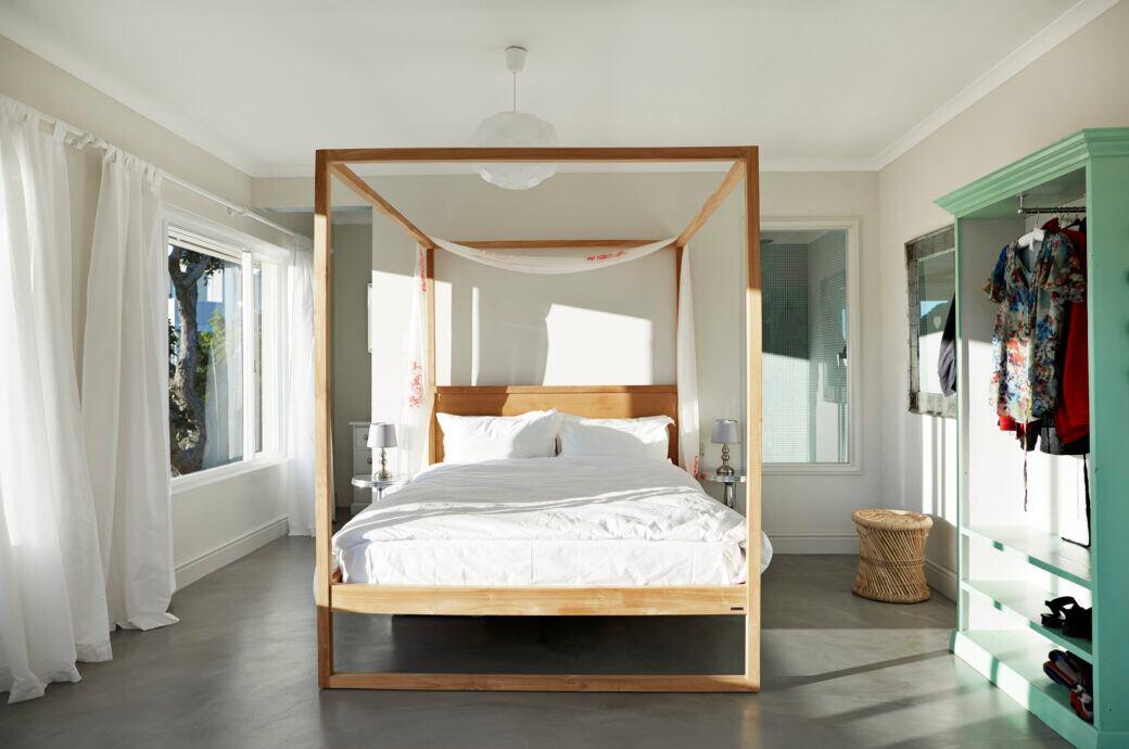 Ein Himmelbett im Schlafzimmer