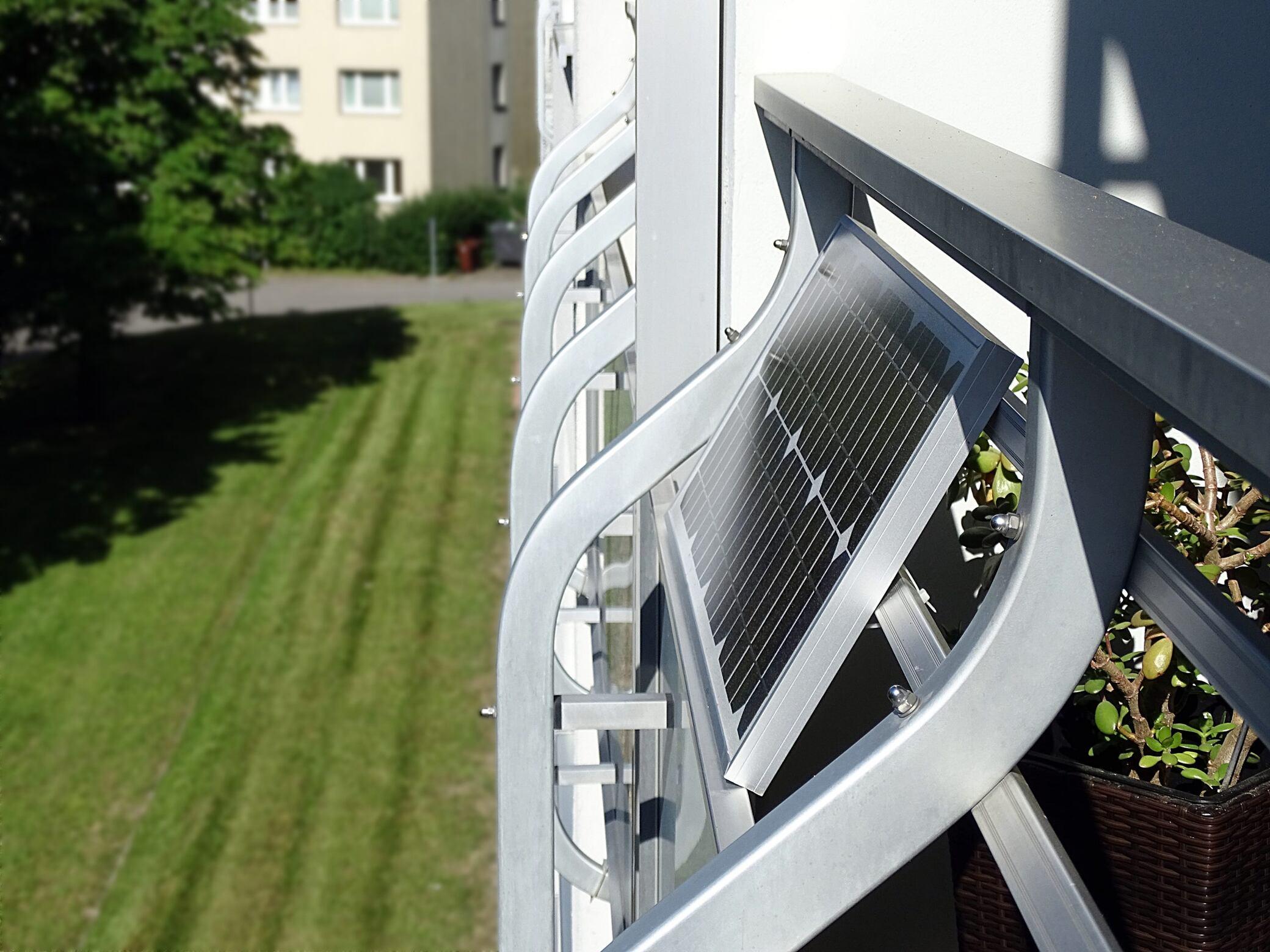 Mit einer Solaranlage auf dem Balkon Strom erzeugen - myHOMEBOOK